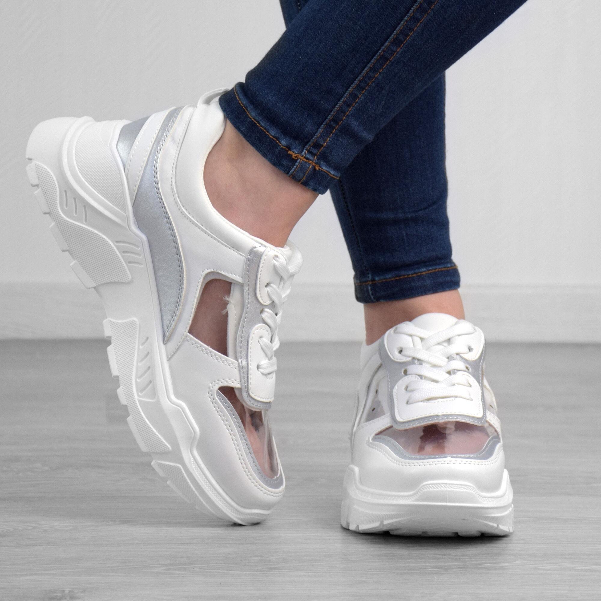 c8e1cef09e Különleges, sportos megjelenésű utcai cipő, átlátszó betétekkel és  magasított talppal az egyedi megjelenésért.